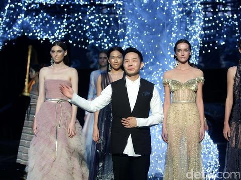 Desainer mode Hian Tjen.