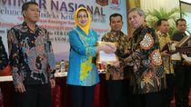 Wali Kota Airin Terima Penghargaan dari UGM