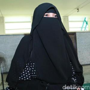 Pendiri Niqab Squad: Bercadar Melakukan Kejahatan Itu Oknum, Tak Paham Ilmu