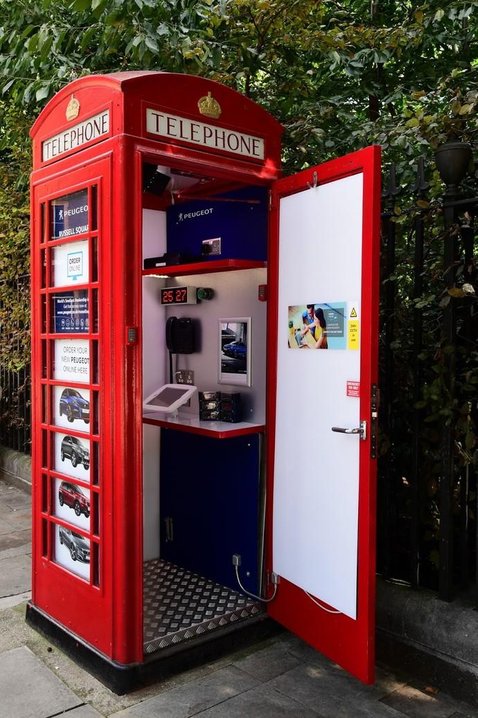 Unik, Boks Telepon Umum Jadi Diler Mobil