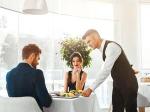 5 Perilaku Sopan Tamu yang Justru Tidak Disukai Pelayan Restoran