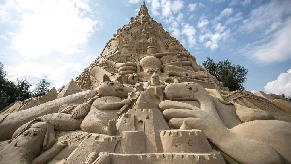 Foto: Istana Pasir Tertinggi di Dunia, Keren!
