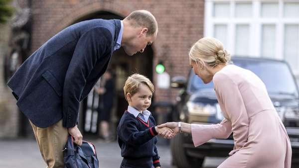 Wajah Serius Pangeran George Pertama Masuk Sekolah