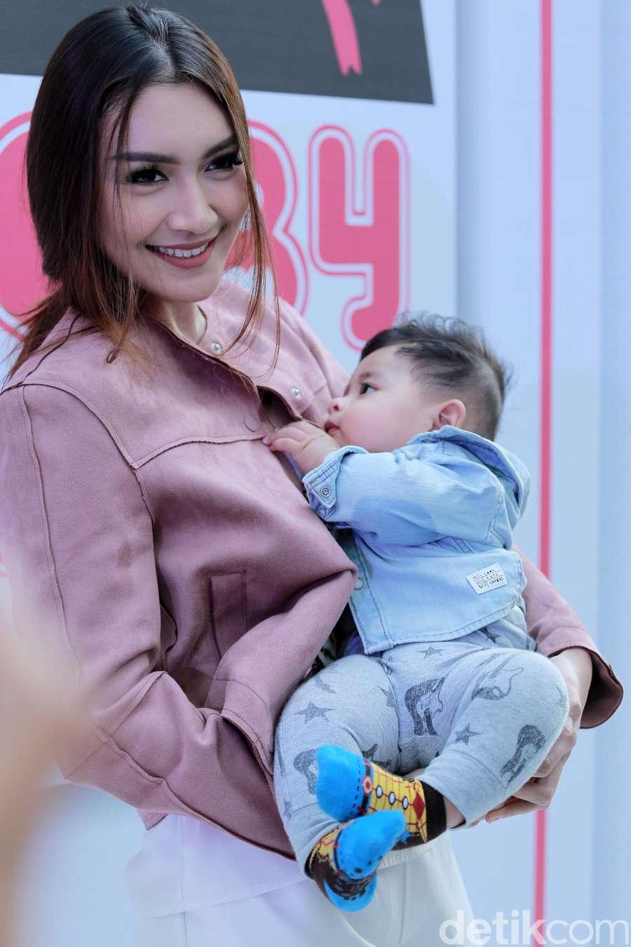 Laudya Cynthia Bella Resmi Menikah, Stella Maxwell Kekasih Kristen Stewart