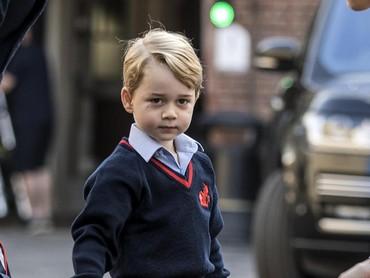 Hari pertama masuk sekolah. Wah, sudah makin besar ya. (Foto: Dok. Getty Images/Kensington Palace)