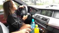 Gadis Kecil Ini Kegirangan Mengendarai BMW M5