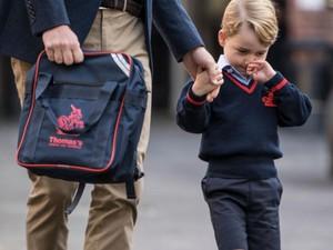 Foto: Ketika Pangeran George Diantar sang Ayah ke Sekolah