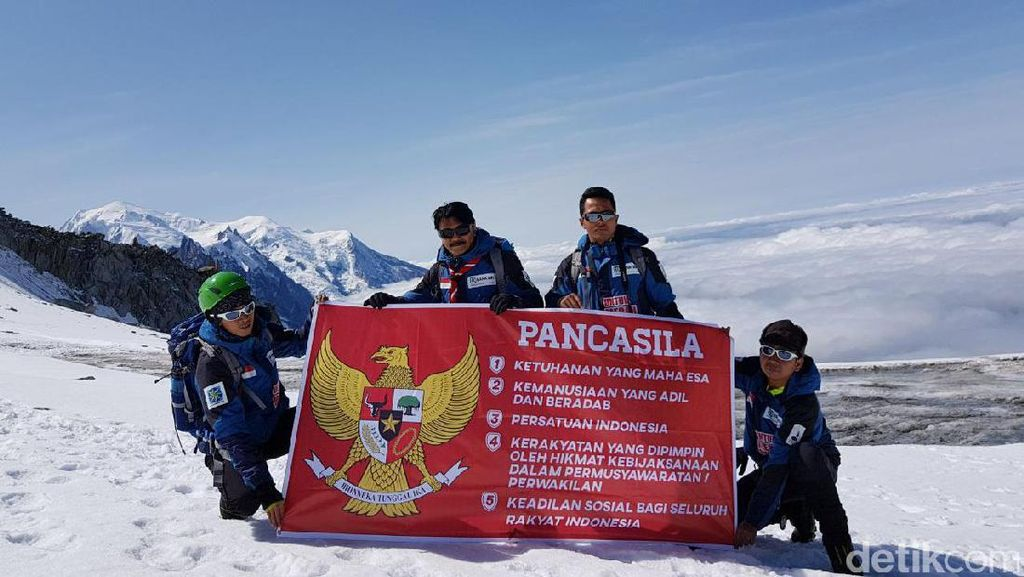 Hebat! Pramuka Gapai Puncak 3 Gunung Es di Eropa