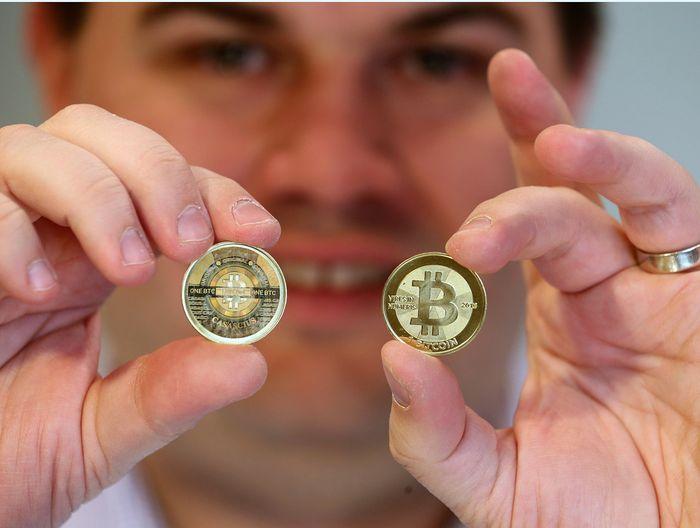 Mata uang virtual, Bitcoin, pada awal September mencatatkan rekor tertinggi, harga per kepingnya US$ 4.909 atau sekitar Rp 64,7 juta (kurs Rp 13.200). Angka ini naik 411,3% dari awal 2017. George Frey/Getty Images/File.