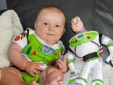 Dari kecil udah futuristik nih Bun, jadi Buzz Lightyear sang penjaga galaksi! (Foto: Instagram @jjplante3)