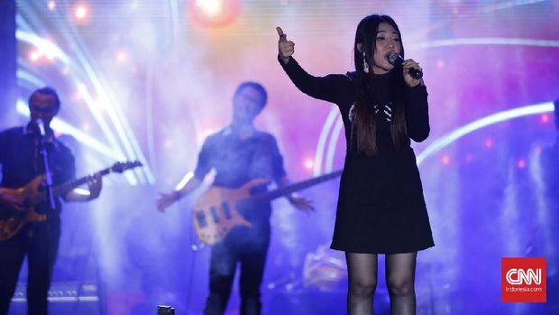 Pedangdut Via Vallen saat tampil di acara Semarang Jelajah Musik (Semarjamu) kota Semarang, Jumat (8/9).