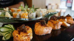 Gimana Ya Rasanya Sushi yang Diracik dengan Sambal Roa?