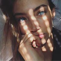 Ini Lorena Rae, Model Cantik yang Digosipkan Pacari Leonardo DiCaprio