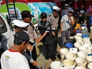 Polantas Cianjur Rayakan Hari Jadi Bersama Warga Korban Kekeringan