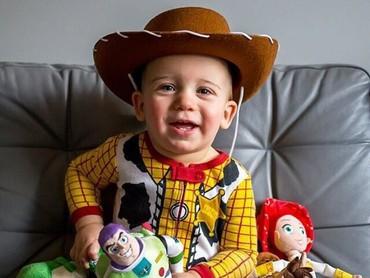 Gemas banget ya Bun, si kecil yang jadi Woody di kartun Toy Story ini! (Foto: Instagram @chelsj08)