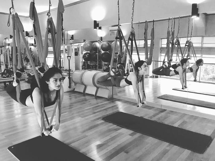 Pelantun Terong Dicabein, Siti Badriah atau yang akrab dipanggil Sibad ini melakukan olahraga di sela-sela aktivitasnya yang begitu padat. Foto: Instagram @sitibadriahh.