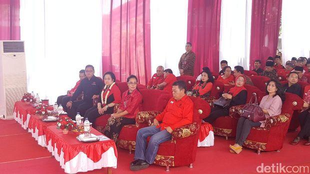 Ketum PDIP Megawati Soekarnoputri meresmikan kantor DPC PDIP Kabupaten Malang.