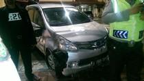 Mobil Tabrak Pembatas Jalan di Jakpus, Tak Ada Korban