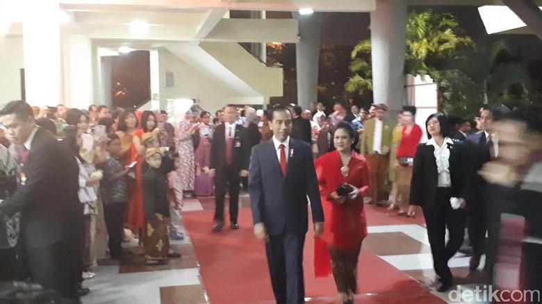 Presiden Jokowi Hadiri Resepsi Pernikahan Keponakan Sang Istri