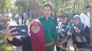 Kota Surabaya Punya Petugas Kebersihan Berwajah Bak Artis Korea