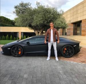 Koleksi Mobil Mewah Ronaldo, si Pemain Terbaik 2017