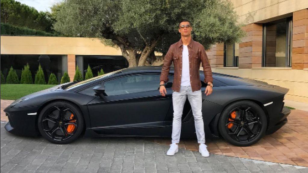 Digosipkan ke Juve, Ronaldo Ternyata Pencinta Mobil Italia
