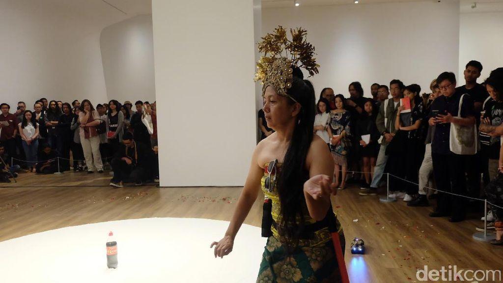 Lukisan Lingga-Yoni Arahmaiani Akhirnya Pulang ke Indonesia