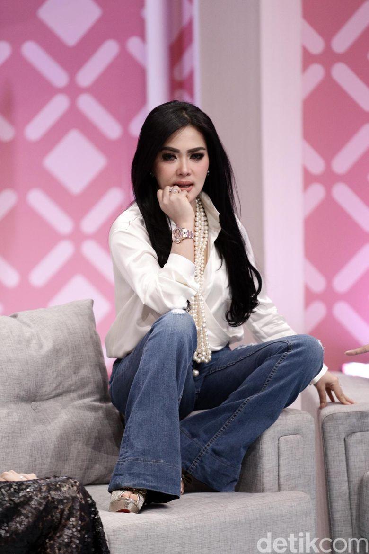 Syahrini saat mengisi acara Brownis di Trans TV, Kapten Tendean, Jakarta Selatan pada Senin (11/9).