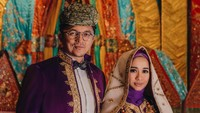 Pernikahan Diisukan Retak, Laudya Cynthia Bella Datang ke Majelis Bareng Suami
