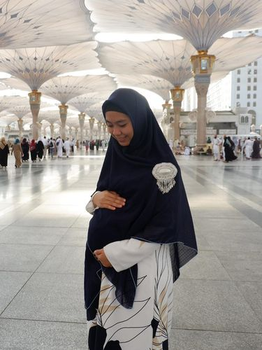 Naik Haji Saat Hamil, Oki Setiana Dewi Ingat Perjuangan Istri Nabi
