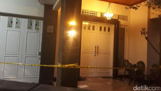 TKP pembunuhan Husni dan Zakiah di Bendungan Hilir, Jakarta Pusat.