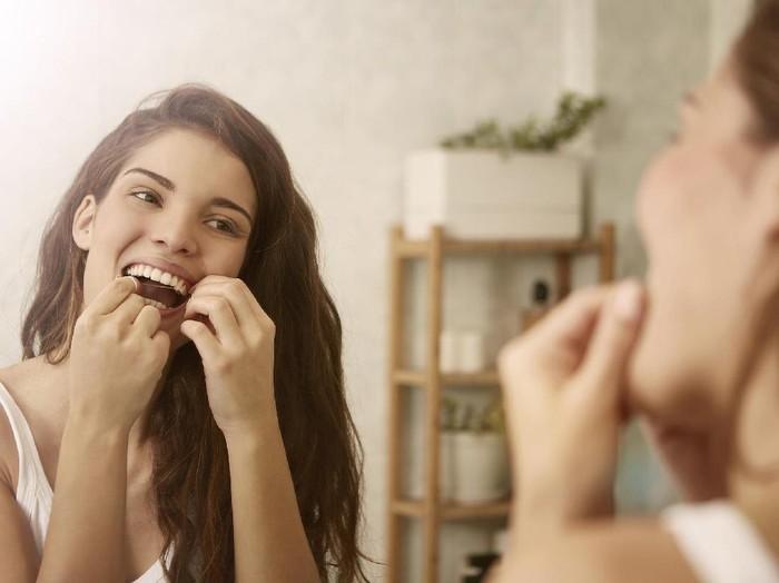 Membersihkan mulut dengan benang gigi tidak kalah penting dari sikat gigi. (Foto: ilustrasi/thinkstock)