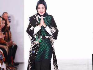 Dian Pelangi Dapat Pujian Pasca Tampil di New York Fashion Week