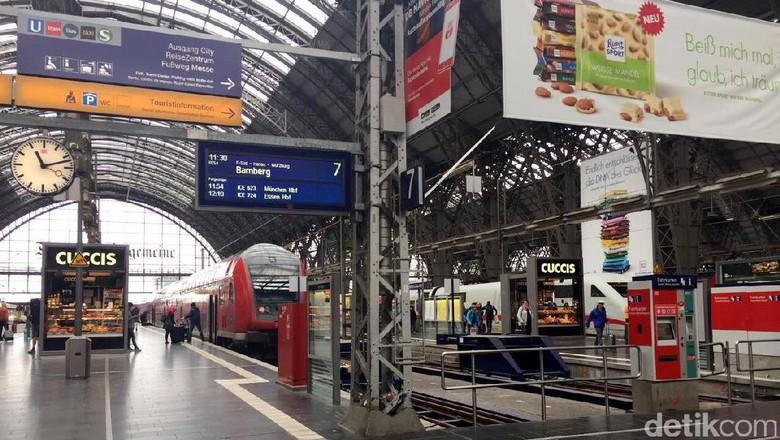 Stasiun Frankfurt Central merupakan stasiun paling sibuk di Eropa.