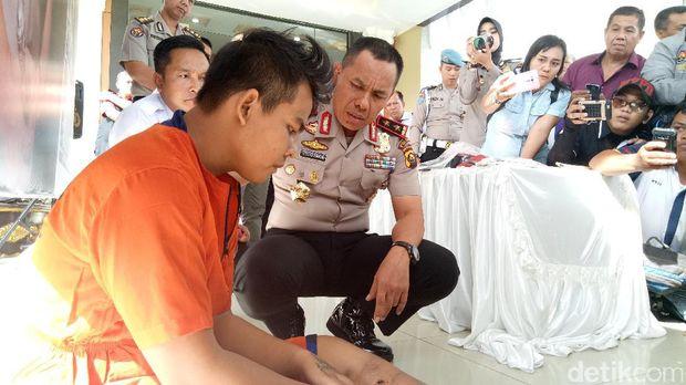 Herwan (21) yang merupakan otak pelaku kejahatan ditangkap di tempat persembunyiannya pada Sabtu (9/9) di Ulak Kemang, Pampangan, Ogan Komering Ilir