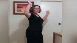 Video wanita Selandia Baru yang sukses turunkan berat badan 62 kg dalam 8 bulan kembali viral di media sosial. Sambil berjoget ria, ini dia transformasinya: