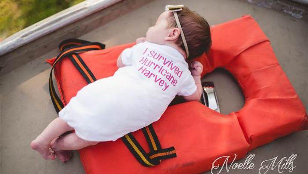 Cerita Sarat Makna di Balik Photoshoot Bayi di Atas Perahu Evakuasi