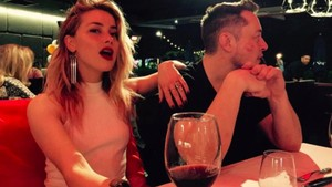 Ciuman, Amber Heard dan Elon Musk Balikan?