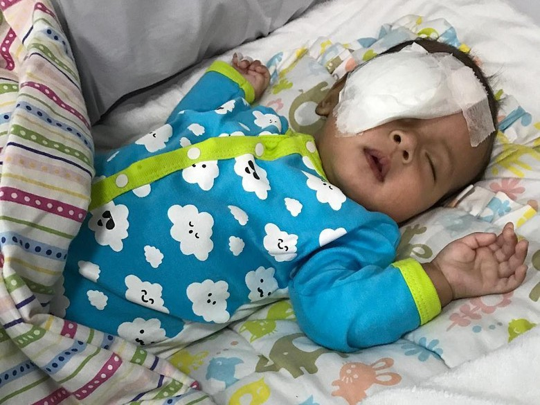 Foto: Asri Welas Baru Tahu Bayinya Kena Katarak Saat Usia 3 Bulan (instagram)