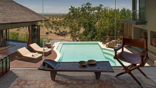 Tidak hanya kolam untuk umum, traveler yang ingin mendapatkan privasi lebih juga dapat menyewa resort pribadi dan tidak kalah keren pemandangannya (Four Seasons)