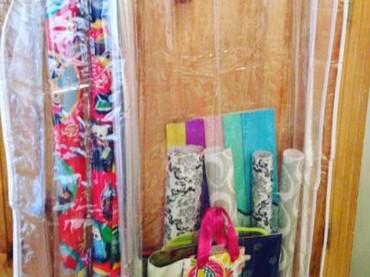 Kantong bekas baju bisa jadi alternatif supaya nggak banyak barang si kecil tercecer nih. Foto: Instagram/deborahkinsey