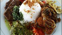 Modal Rp 15 Ribu Bisa Makan Nasi Padang Komplet di Sini