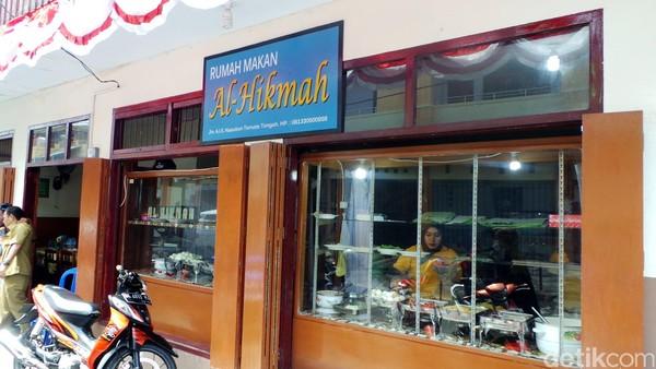 Rumah Makan Al Hikmah buka dari pagi hingga malam hari. Tak lengkap rasanya ke Ternate kalau tidak mampir ke sini untuk berwisata kuliner khas setempat (Wahyu/detikTravel)