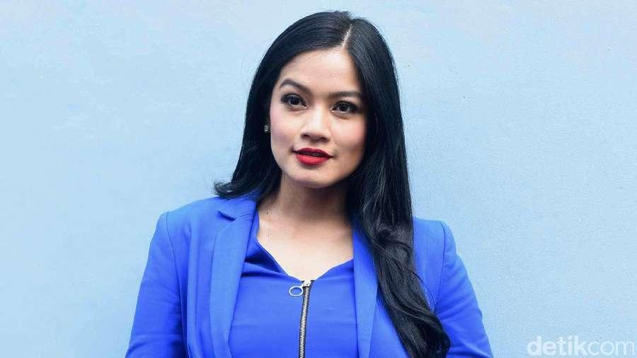 Pevita Pearce dan Mikha Tambayong Berbikini, Kecantikan Velove Vexia