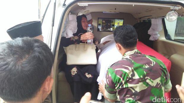 Jenazah Istri Hamzah Haz Dibawa ke Bogor
