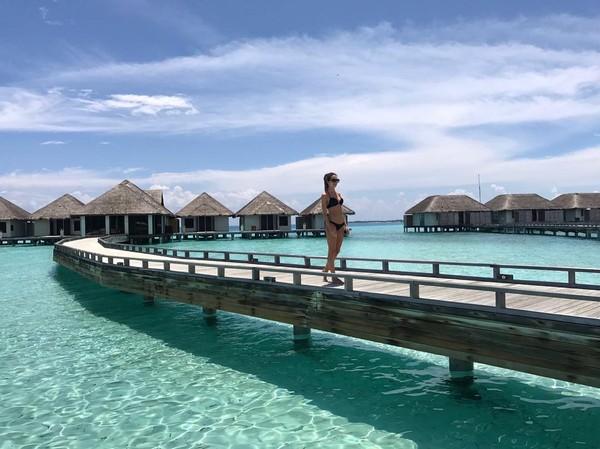 Bridie pun diketahui telah traveling ke 19 negara di dunia. Mayoritas, ia selalu menginap di hotel mewah (@bridiewilkins/Instagram)