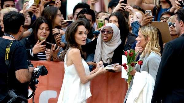 Angelina Jolie Cantik Natural