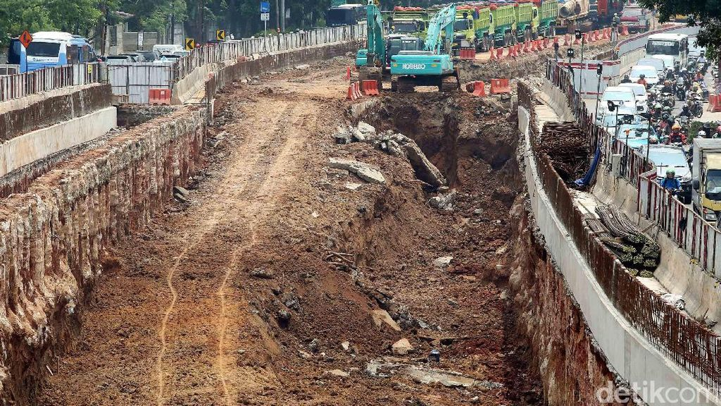Mengeruk Jalan Jakarta Demi Underpass Mampang-Kuningan
