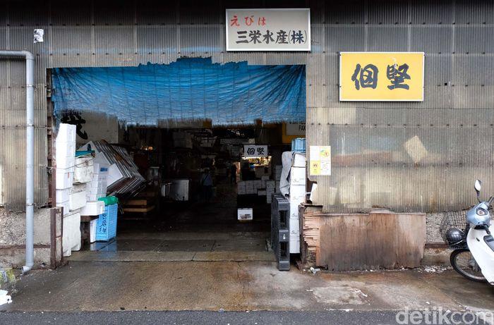 Menteri Kelautan dan Perikanan RI Susi Pudjiastuti mengaku kagum dengan Pasar Ikan Tsukiji Jepang. Ia pun berencana akan menyulap Tempat Pelelangan Ikan (TPI) Muara Baru Jakarta menjadi seperti itu.