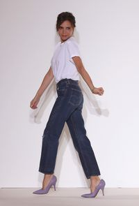 Victoria Beckham ternyata malam mencuci jeans.